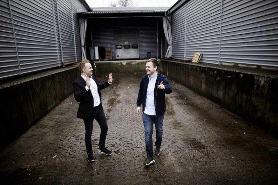 Mikkel Harken Salling ( til venstre ) og Jesper Hvejsel. De står bag virksomheden Razorpit, som laver et redskab til at slibe barberblade, så de kan genbruges i længere tid. De startede deres virksomhed for 9 år siden og har i dag 33 medarbejdere.